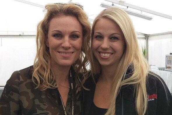 Marylin Niederhauser mit ihrem Vorbild Christina Surer - Foto: adrivo GmbH