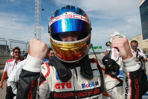 Sven Müller ist der neue Champion des Porsche Supercups - Foto: Porsche