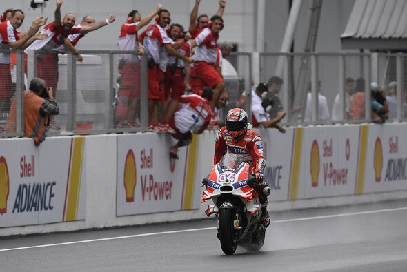 Nach der Pole-Position durfte Andrea Dovizioso auch den Sieg in Sepang bejubeln - Foto: Ducati