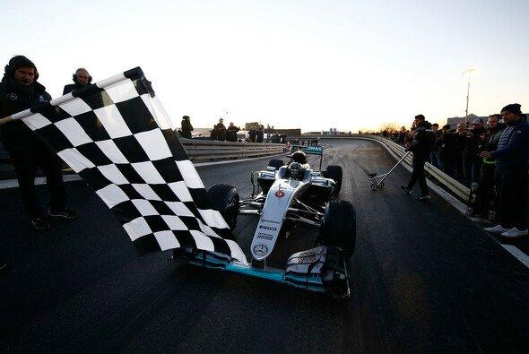 Die Zielflagge für Rosberg ist gefallen - was kommt als nächstes? - Foto: Mercedes-Benz