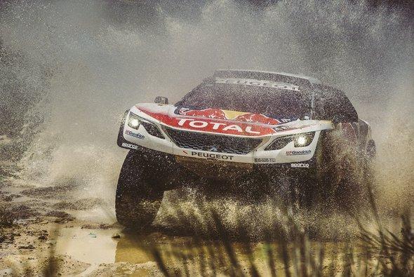 Sieg und Gesamtführung für Sebastien Loeb im Peugeot - Foto: Peugeot