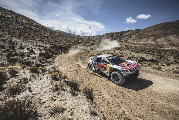 Stephane Peterhansel geht als Führender in die zweite Dakar-Woche - Foto: Peugeot