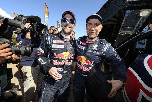Loeb muss sich Peterhansel wohl geschlagen geben - Foto: Peugeot
