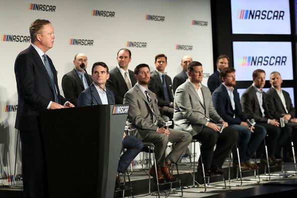 NASCAR-Chef Brian France erklärt die neuen Regeln und das Punktesystem - Foto: NASCAR