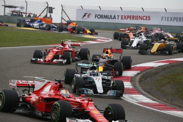 Sebastian Vettel und Co. sorgten in China für beste Unterhaltung - Foto: Mercedes-Benz