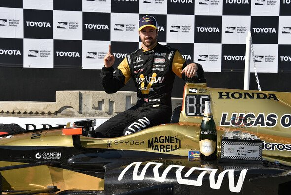 James Hinchcliffe gewann als zweiter Kanadier nach Paul Tracy in Long Beach - Foto: IndyCar