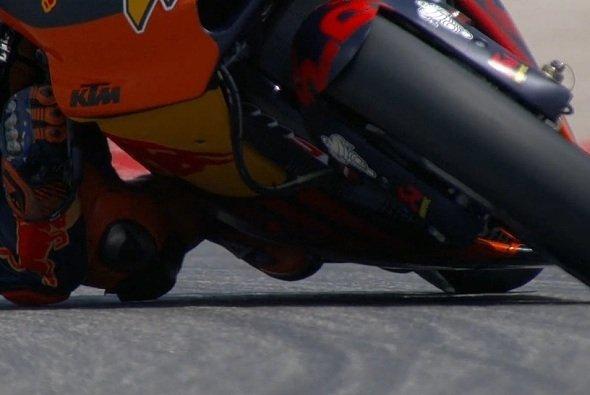 Ein mächtiger Spoiler zeichnet sich an der Front der KTM ab - Foto: Screenshot