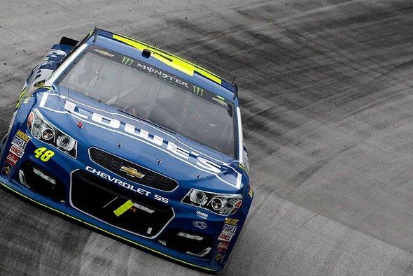 Karriere-Sieg Nummer 82 für Titelverteidiger Johnson - Foto: NASCAR
