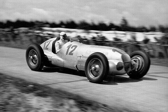 Großer Preis von Deutschland 1937, der spätere Sieger Rudolf Caracciola im Mercedes-Benz W 125 - Foto: Daimler
