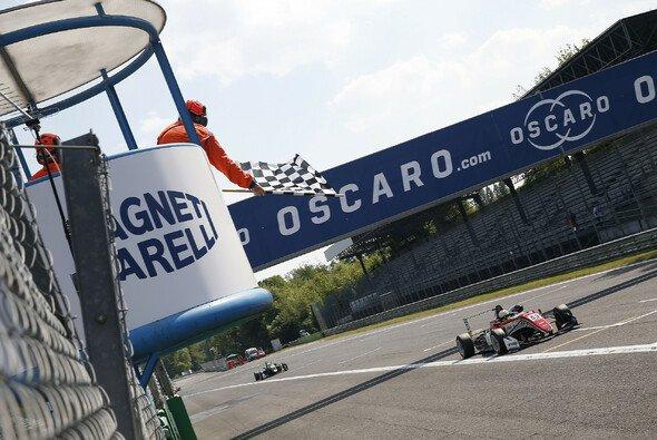 Callum Ilott fuhr in Lauf 3 von Monza als Sieger über die Ziellinie - Foto: FIA F3 EM