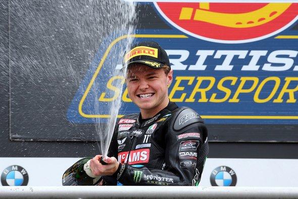 Mackenzie dominierte in dieser Saison die Britische Supersport-Meisterschaft - Foto: Kiefer Racing