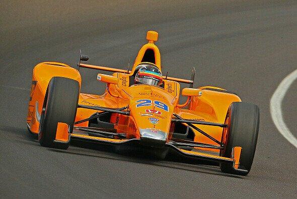 Diesmal nicht im Oval: Fernando Alonso testet am Mittwoch IndyCar - Foto: IndyCar