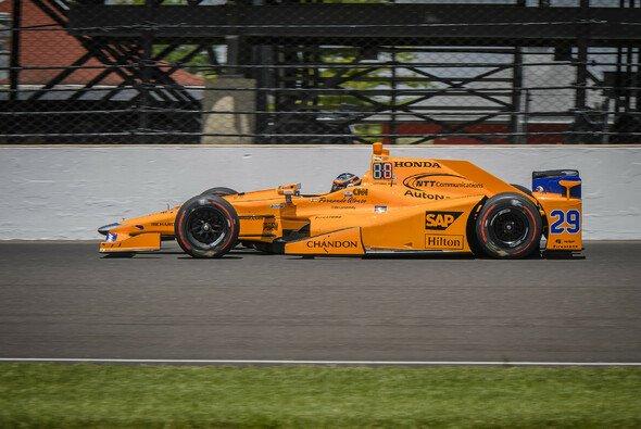 2017 trat Fernando Alonso zum ersten Mal in McLaren-Farben in der Indycar-Serie auf - Foto: IndyCar