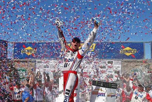 Kevin Harvick gewinnt sein erstes Road-Course-Rennen in Sonoma - Foto: NASCAR