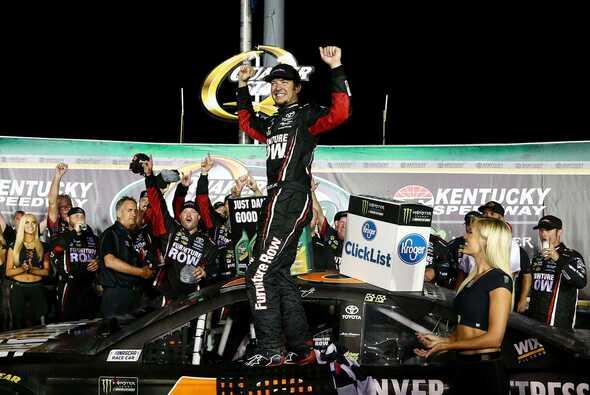 Dritter Saisonsieg für Martin Truex Junior - Foto: NASCAR