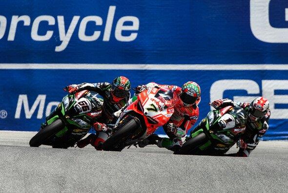 Chaz Davies setzte sich in Lauf 1 gegen das Kawasaki-Duo durch - Foto: Ducati