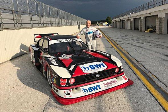 Rollentausch: Peter Mücke im Cockpit und Sohnemann Stefan am Kommandostand - Foto: BWT Mücke Motorsport