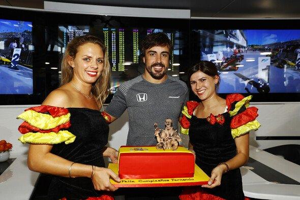 Fernando Alonso machte sich in Ungarn mit P7 das vielleicht beste Geburtstagsgeschenk - Foto: LAT Images