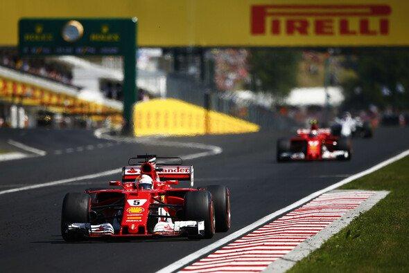 Sebastian Vettel gewinnt den Ungarn GP vor Ferrari-Kollege Kimi Räikkönen - Foto: LAT Images
