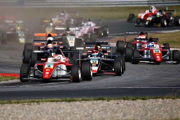 32 Fahrer aus 19 Nationen gingen in den ersten 12 Saisonrennen der ADAC Formel 4 an den Start - Foto: ADAC Formel 4