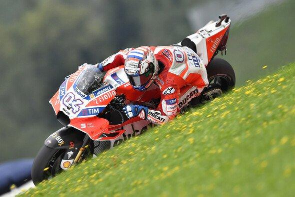 Andrea Dovizioso holt die erste Bestzeit des MotoGP-Wochenendes - Foto: Ducati