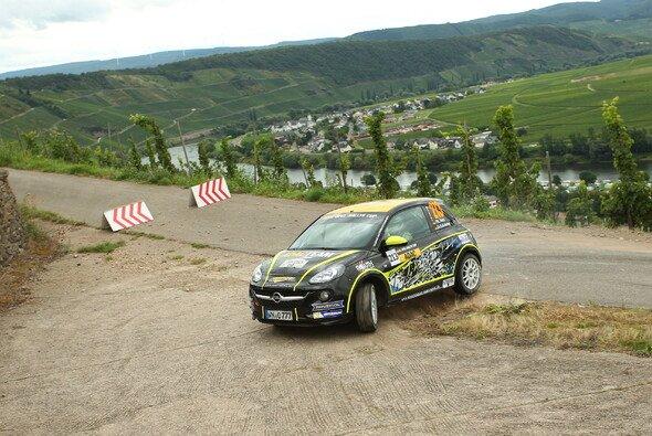 Sie feierten ihren ersten Podestplatz im Cup: Philipp Hetz und Dr. Bodo Kohring - Foto: ADAC Opel Rallye Cup