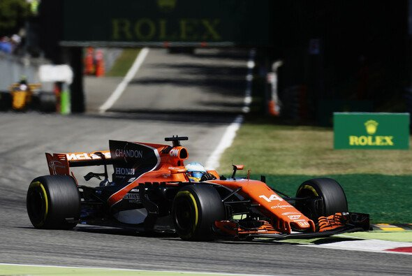 Fernando Alonso war in Monza ganz und gar nicht einverstanden mit Palmers Abkürzen der Schikane - und dem Strafmaß der Stewards - Foto: LAT Images