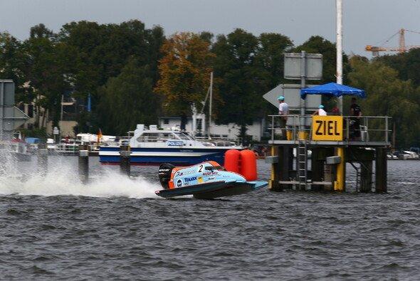 Der Franzose Rudy Revert hat die Führung im ADAC Motorboot Masters übernommen - Foto: ADAC Motorboot Masters