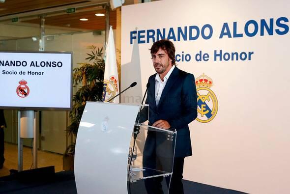 Fernando Alonso heizte die Gerüchteküche an, indem er McLaren Honda von seinem Twitter-Account entfernte - Foto: Real Madrid