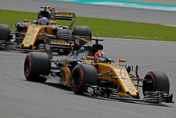 Jolyon Palmer sah im Duell gegen Nico Hülkenberg kein Land - Foto: Renault