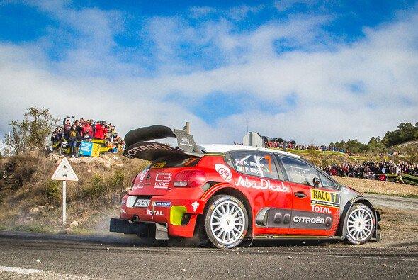 Citroen-Pilot Kris Meeke gewinnt zum ersten Mal die Rallye Spanien-Katalonien - Foto: Citroen