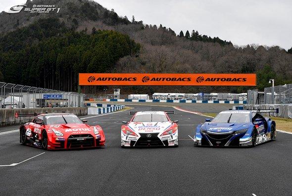 Schneller oder langsamer? Die Super-GT-Boliden beim DTM-Finale in Hockenheim - Foto: Super GT