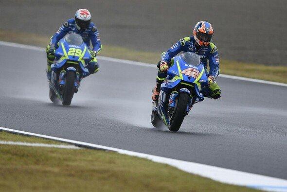 Suzuki war mehrere Runden im Formationsflug unterwegs - Foto: Suzuki