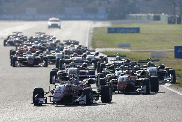 Die Formel-3-Fahrer 2018 in der Übersicht - Foto: FIA F3