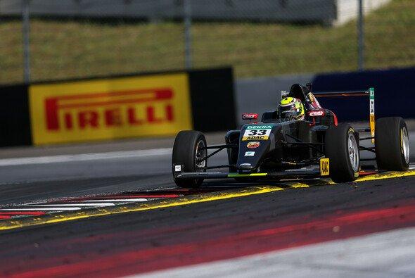 Die ADAC Formel 4 setzt seit 2015 auf Reifen von Pirelli - Foto: ADAC Formel 4