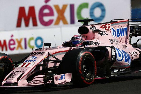 Lokalmatador Sergio Perez darf in Mexiko noch nicht gegen Esteban Ocon kämpfen - Foto: LAT Images
