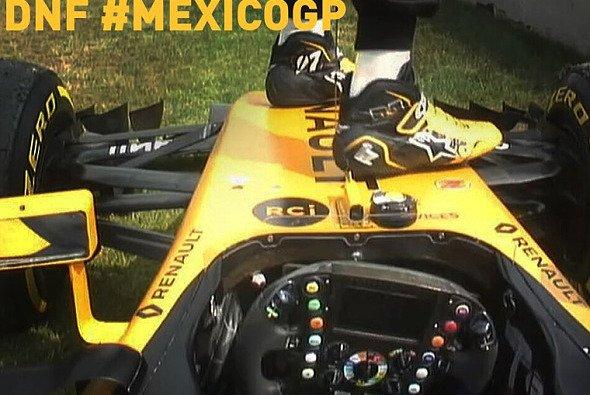 Nico Hülkenberg musste in Mexiko nach seinem Ausfall besonders vorsichtig aussteigen - Foto: Nico Hülkenberg/Twitter