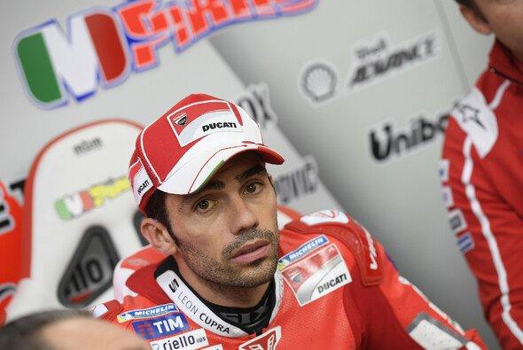 Michele Pirro ist bei seinem Crash glimpflich davongekommen - Foto: Ducati