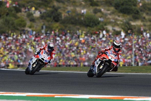 Dovizioso bestritt das gesamte Rennen im Tandemflug mit Teamkollege Lorenzo - Foto: Ducati