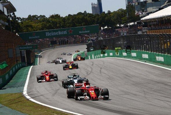 Ferrari setzt Sebastian Vettel und Kimi Räikkönen in Abu Dhabi auf dieselbe Reifenstrategie - Foto: LAT Images