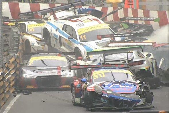 Verrückte Unfälle gehören in Macau zum Standardprogramm - Foto: Screenshot