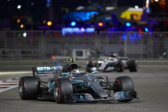 Valtteri Bottas musste den Abu-Dhabi-Sieg gegen Mercedes-Teamkollege Lewis Hamilton hart erkämpfen - Foto: Mercedes-Benz
