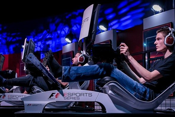 Der DMSB erkennt SimRacing als offiziellen Motorsport an - Foto: Sven Zürner