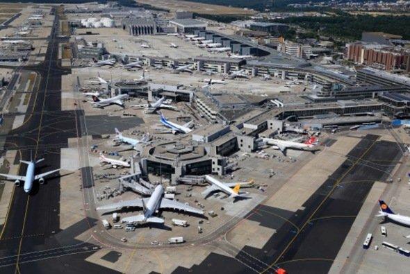 Parken am Flughafen: In der Nähe der Terminals kann es besonders teuer werden! - Foto: Fraport AG