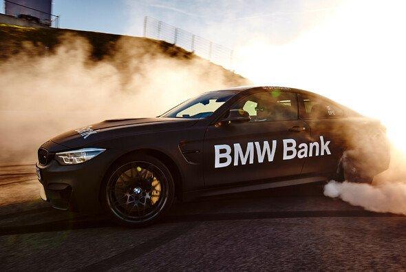 Die DTM-Piloten von BMW lassen es auch in der Winterpause krachen - Foto: Julian Kroehl