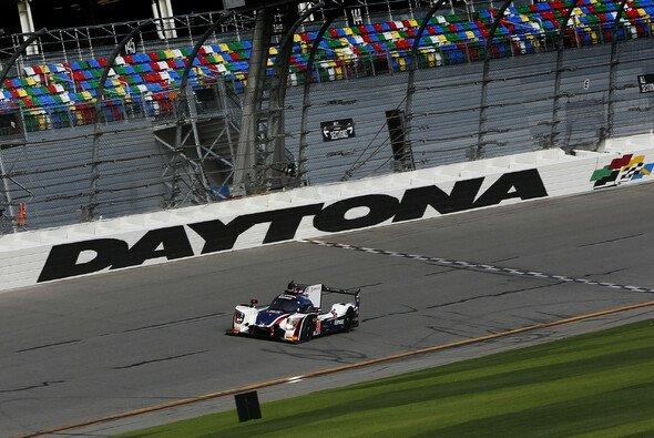Fernando Alonso und seine Teamkollegen haben nur wenig Chancen auf den Daytona-Sieg - Foto: United Autosports
