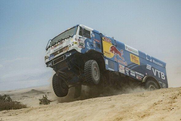 Auch die mächtigen Kamaz-Trucks sind wieder im Einsatz - Foto: Red Bull