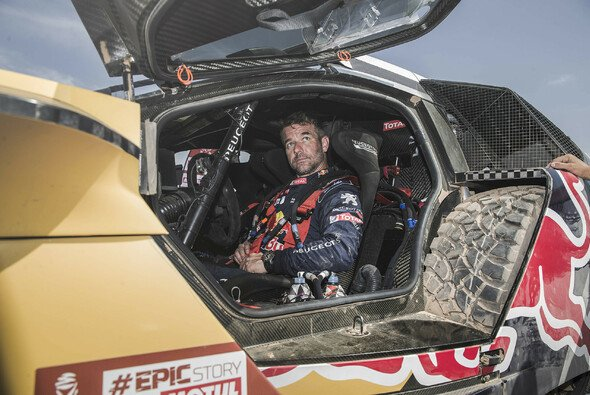 Sebastien Loeb nimmt noch einmal im Peugeot 3008 DKR Platz - Foto: Red Bull