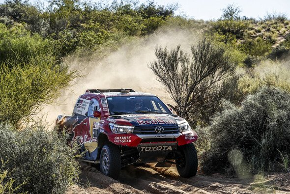 Fernando Alonso soll in Südafrika die Dakar-Spezfikation des Toyota Hilux testen - Foto: Dakar