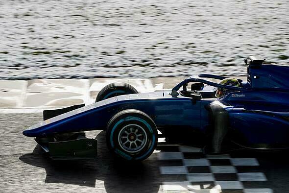 Lando Norris setzte seine Pole Position zum souveränen Sieg um - Foto: FIA Formula 2
